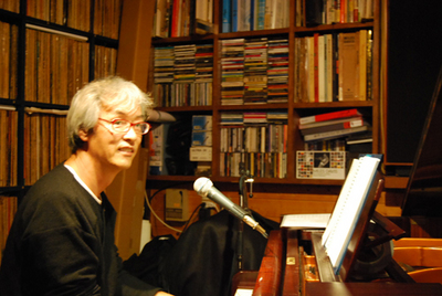 sakuma&piano.JPG